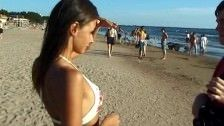 This Teen Nudist Strips Bare At A Public Beac | Amadoras gratis.